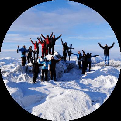Fornøyde elever i snøen på Lifjell