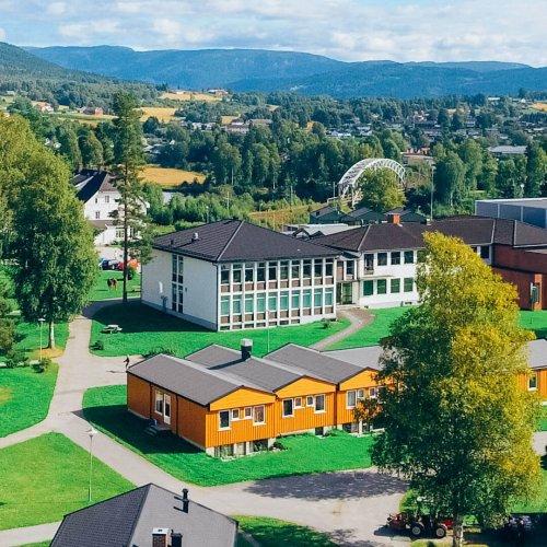 Bygninger ved Sagavoll Folkehøgskole